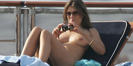 british celeb elizabeth hurley caught nude by the paparazzi